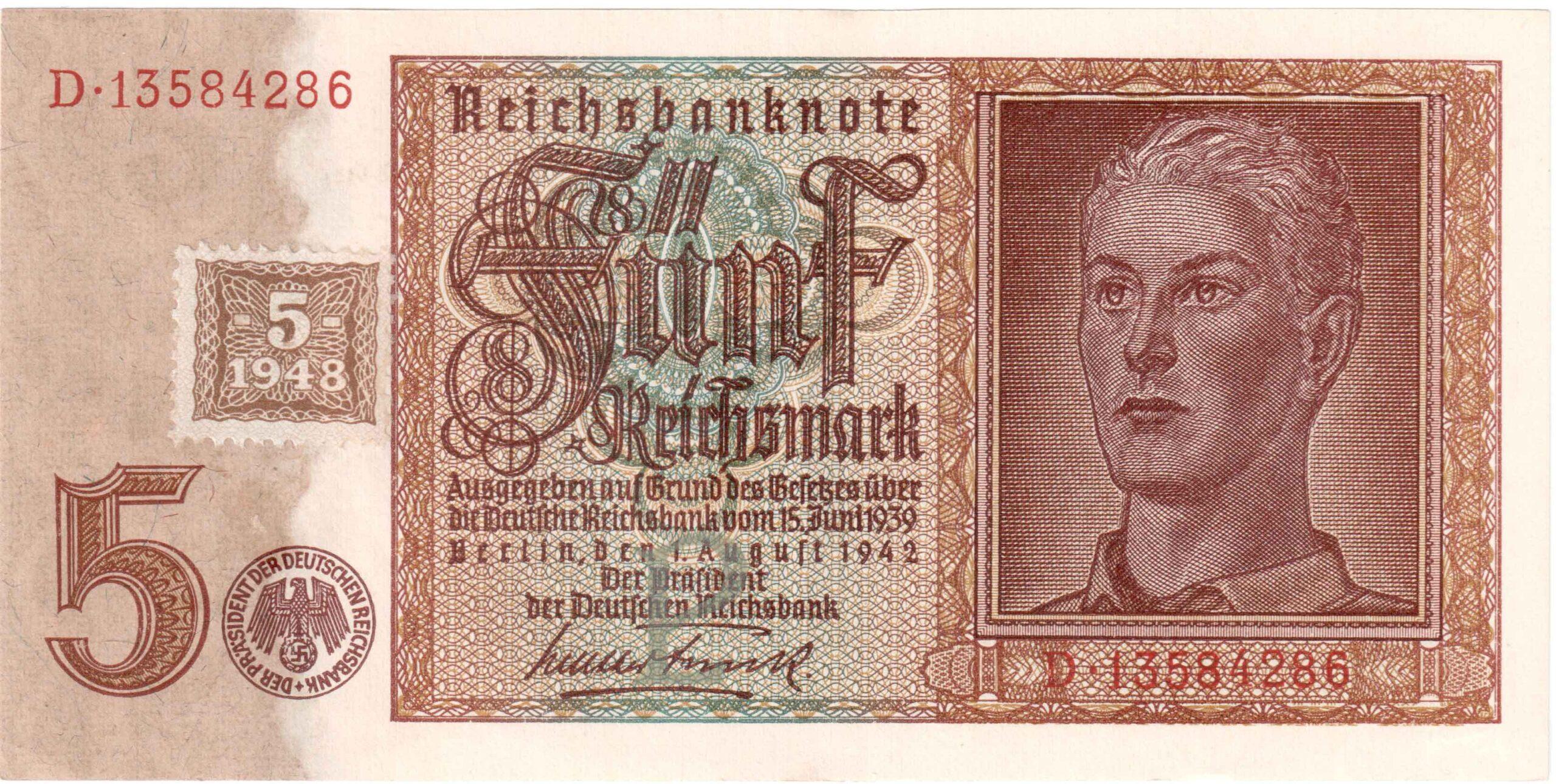 Fünfmarkschein nach der Währungsreform in der sowjetischen Besatzungszone von 1948. Kupon auf der alten Banknote von 1942 , Ro. 333, Vorderseite